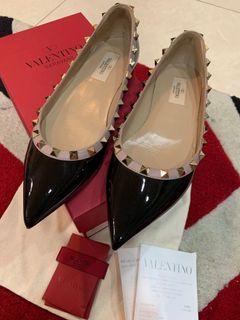 Valentino 黑色卯釘平底鞋