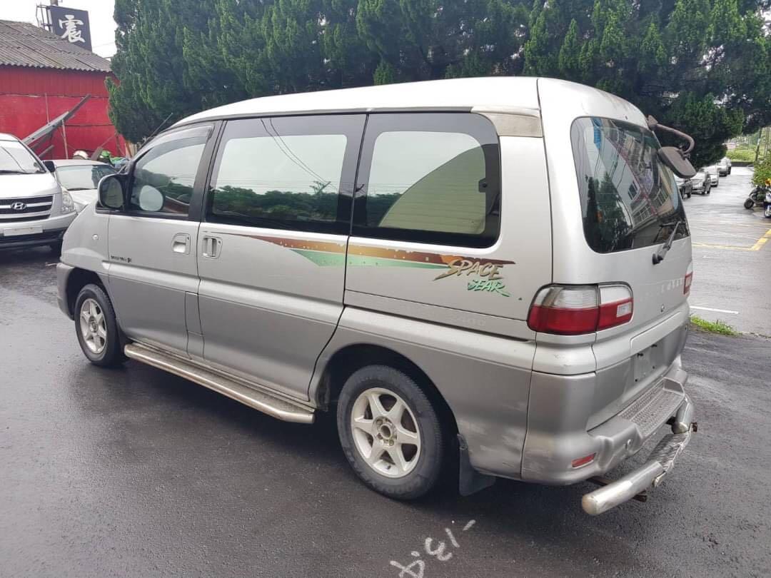 三菱      司佩斯基    2001年        2400cc