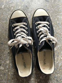 Lativ帆布鞋