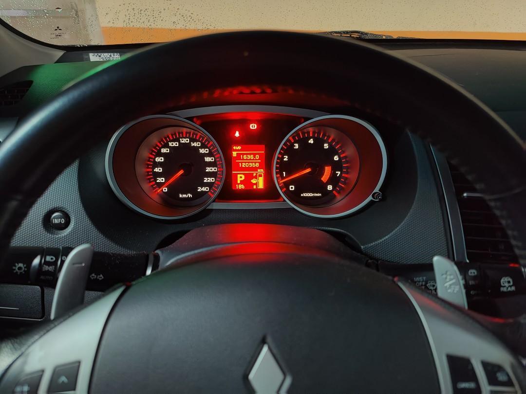 三菱outlander /120k 里程/購於2009/無泡水無重大事故