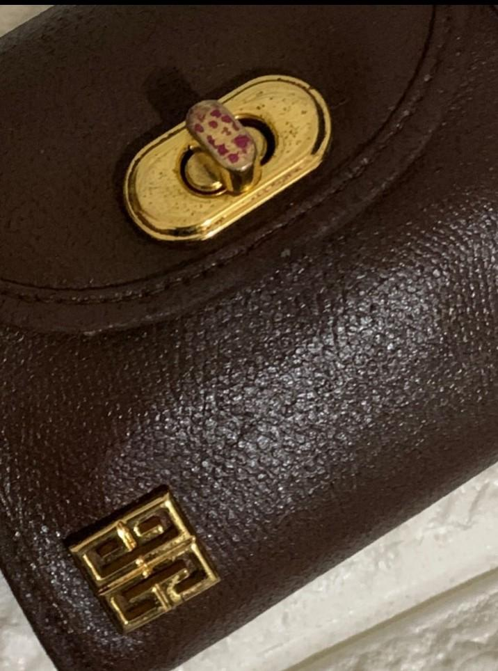 Purse with luxurious chains. Branded-Givenchy Woc Auth. Cute, Unik tidak Ada duanya. Mini size  12×10×5cm. 80% Ok