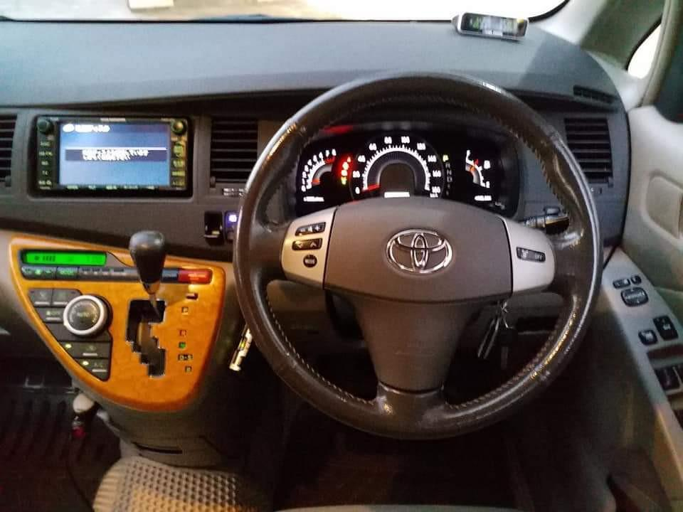 Toyota Isis 1.8 (A)