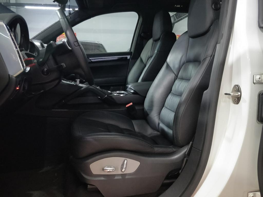 正2013年 Porsche 凱燕
