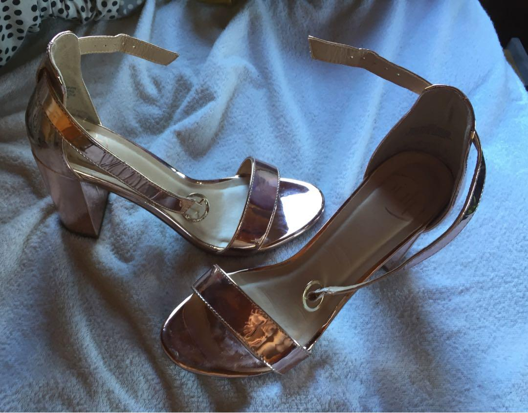 Size 7 gold heels