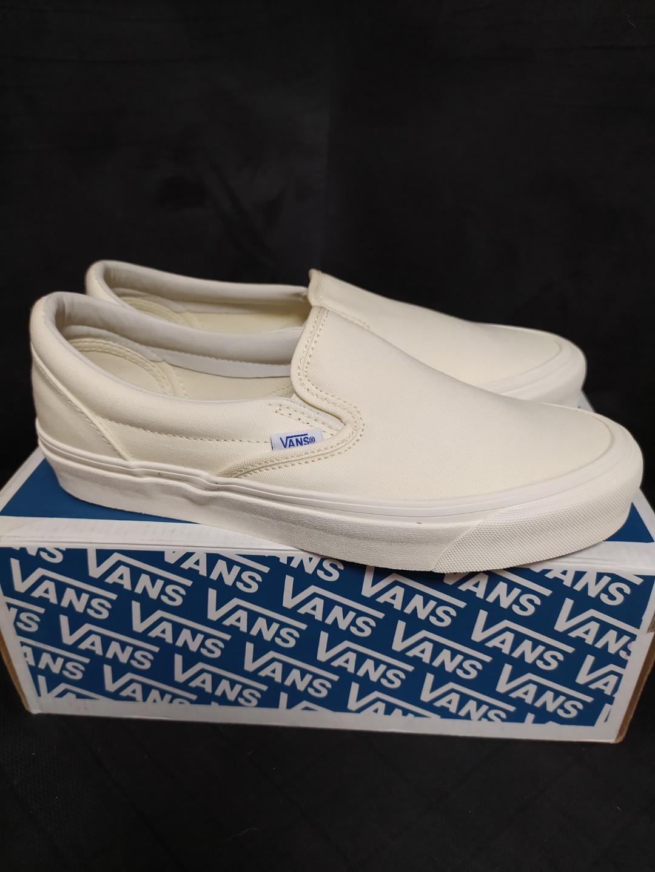 vans vault slip on all white