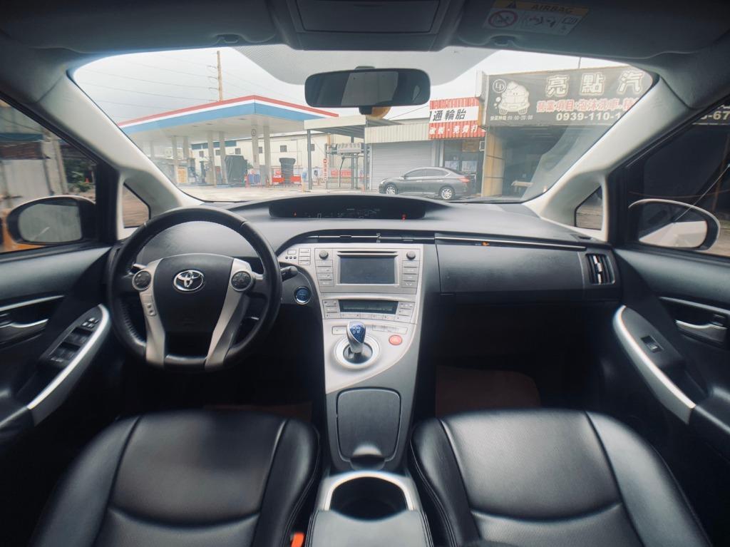 正2014年 小改款Toyota Prius 1.8 油電頂級款,五人座掀背車