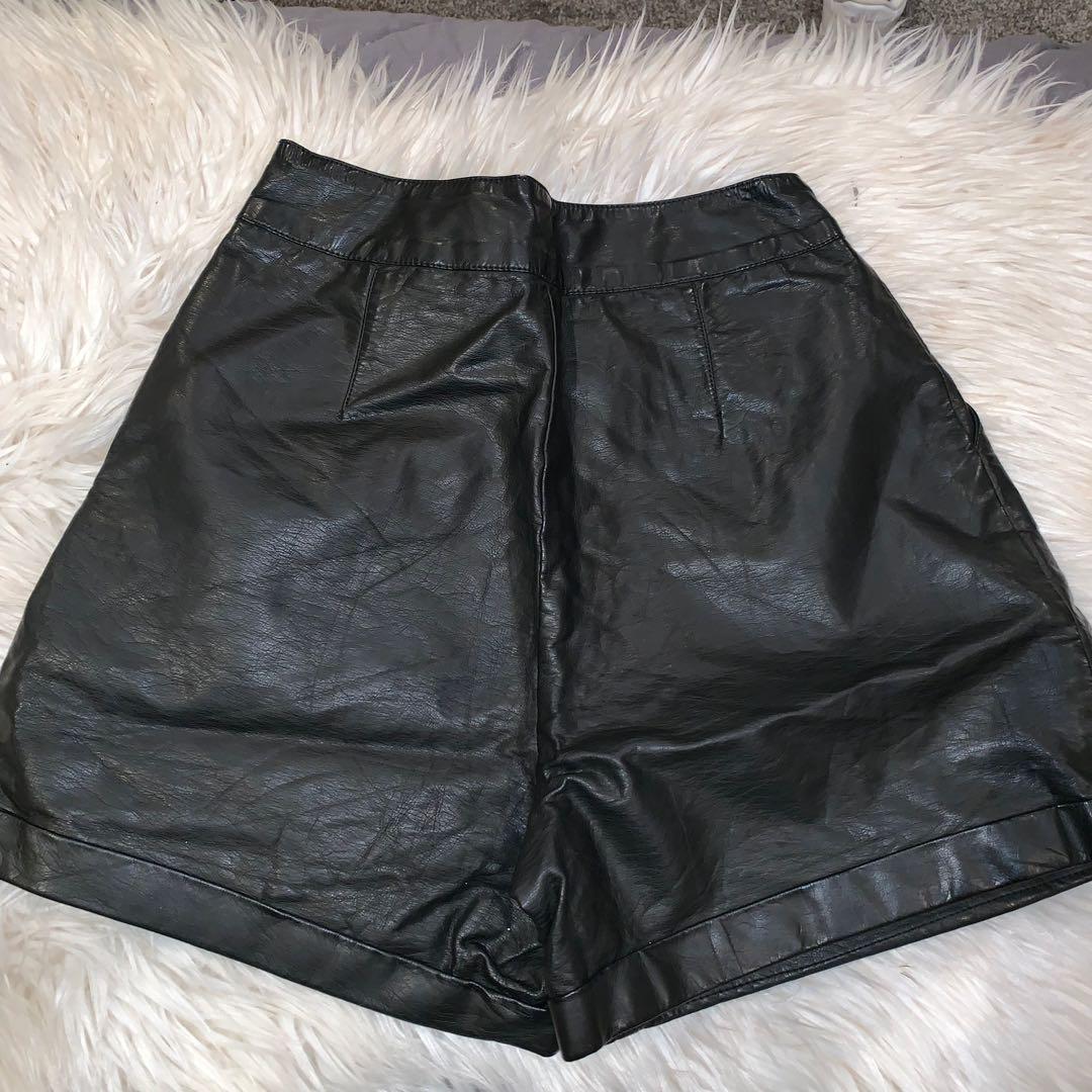 Size 6 St James shorts