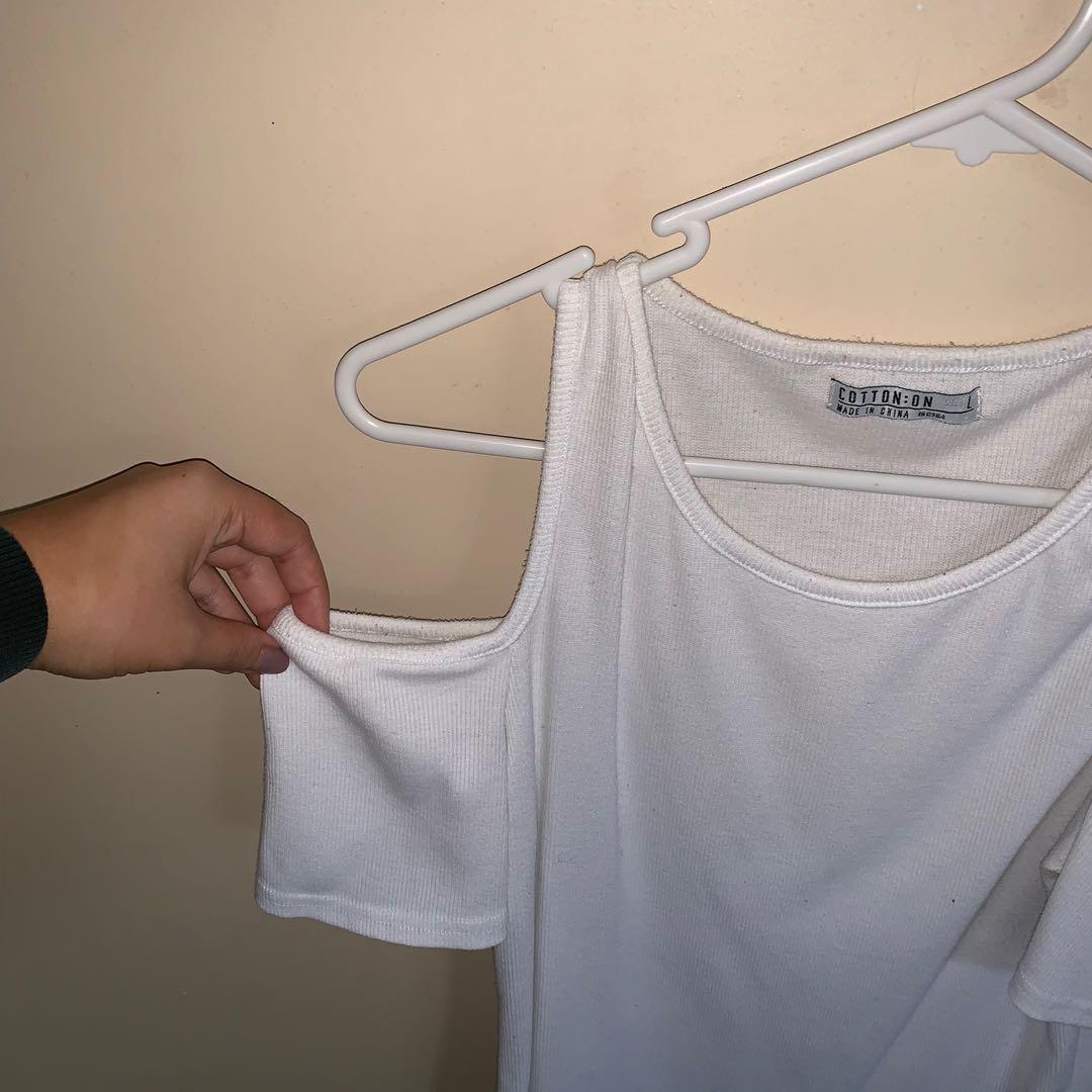 Size L cold shoulder top