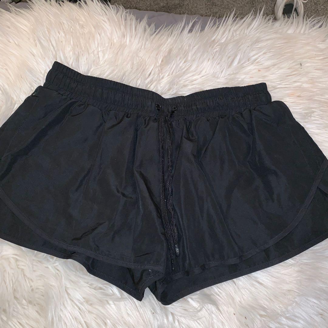 Size L running shorts