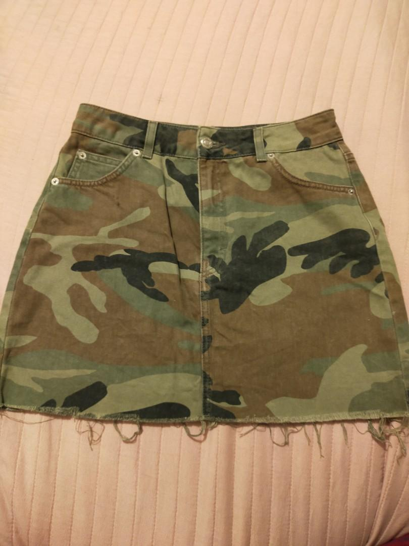 Topshop camouflage mini skirt, size 10