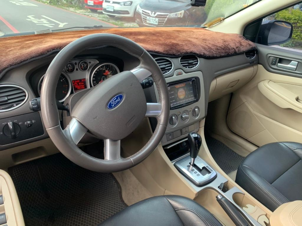 2010年 福特 FOCUS 4D - 四眼仔歡車庫