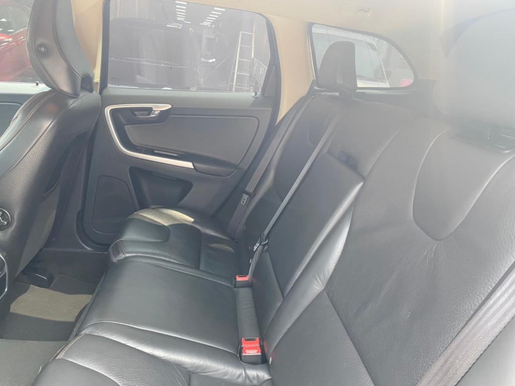 2010年 富豪 XC60 D5