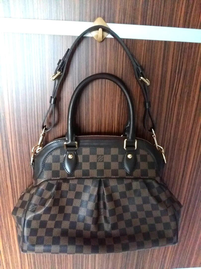 💲2️⃣3️⃣7️⃣0️⃣ FIXED PRICE 定价 Authentic Louis Vuitton Trevi Pm Damier Canvas Shoulder Bag (With Receipt) Free Registered Mail📦 (Sold out on site Below Cost)