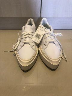 adidas時尚休閒鞋