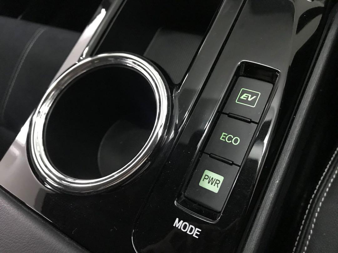 Toyota Prius 1.8 Alpha 7-Seater G's Auto