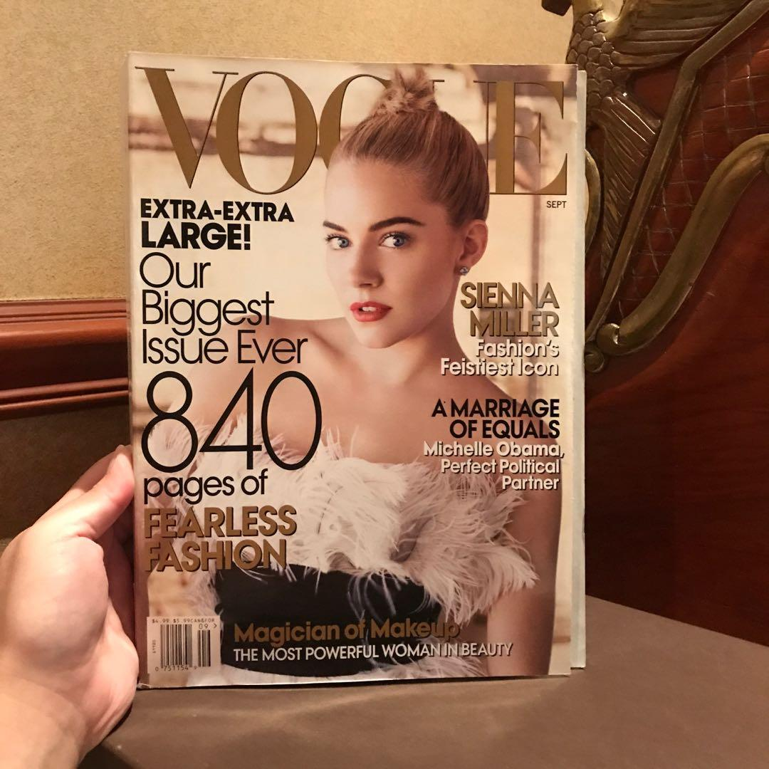 VOGUE COLLECTOR'S EDITION (SEPTEMBER ISSUE 2007 - ONE OF THE THICKEST EVER IN HISTORY) (keywords: Fashion Design Style Runway Zara Lacoste)