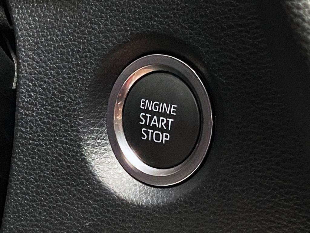 日本原裝進口 日本小鋼炮 新車一年 2019 Auris 全車原钣件 原廠保養 原廠保固中 原漆 跑8000公里