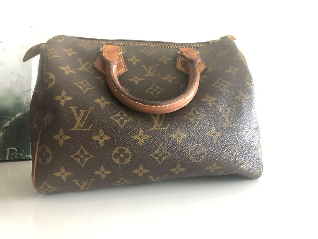 Authentic vintage Louis Vuitton Speedy 25 handbag in Monogram canvas