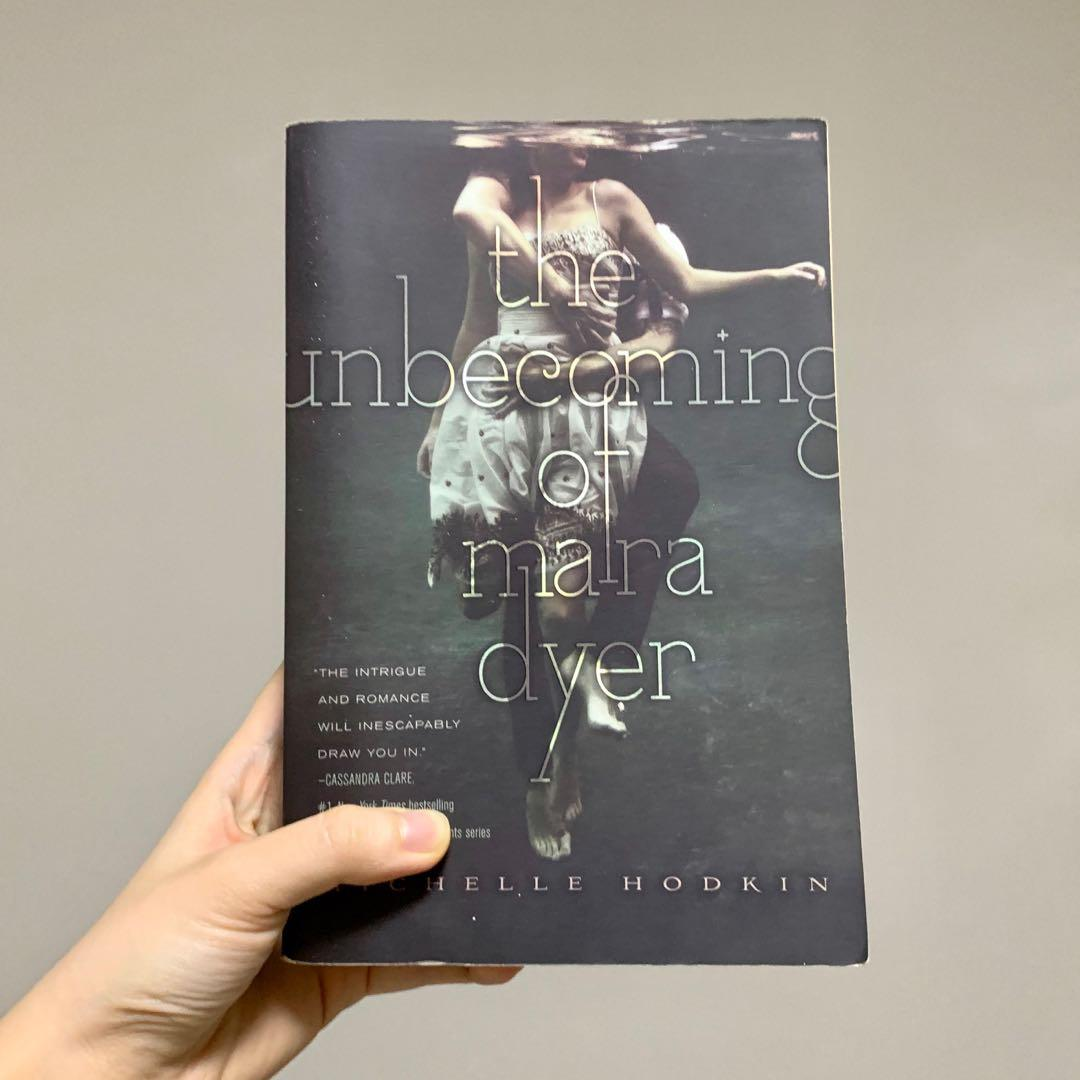 The Unbecoming of Mara Dyer (Book 1 of the Mara Dyer Trilogy) by Michelle Hodkin