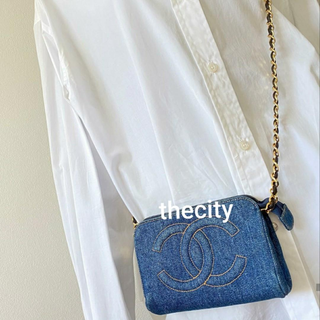 AUTHENTIC CHANEL DENIM VANITY , SMALL POCHETTE POUCH  - VINTAGE - GOLD HARDWARE  - CC LOGO - OVERALL GOOD