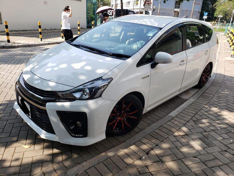 Toyota Prius v Prius GR版 Auto