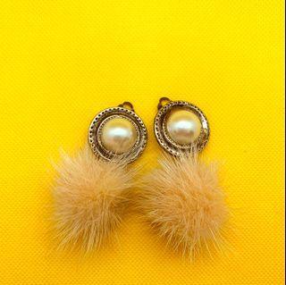 日雜款 絨毛球球 夾式耳環 甜心女孩必買