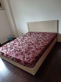 床墊床架床頭板(有2組)