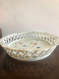 Porcelain weave basket with scalloped edges