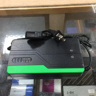 【擱再來】【現貨】☆全新 24V20AH 通用T字品字頭充電器 220V電壓
