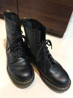 二手正品 Dr. Martens 經典8孔 馬汀女靴