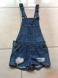 全新沒穿過 GU 深藍牛仔短褲 m碼 吊帶可調節、後面交叉設計 前面刷破設計 正面兩口袋 背面兩口袋
