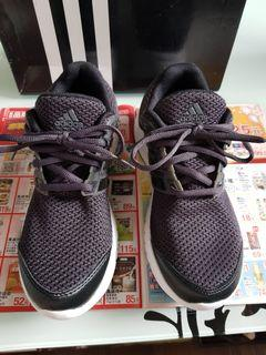 adidas-黑色休閒鞋-適合23.5(UK5)
