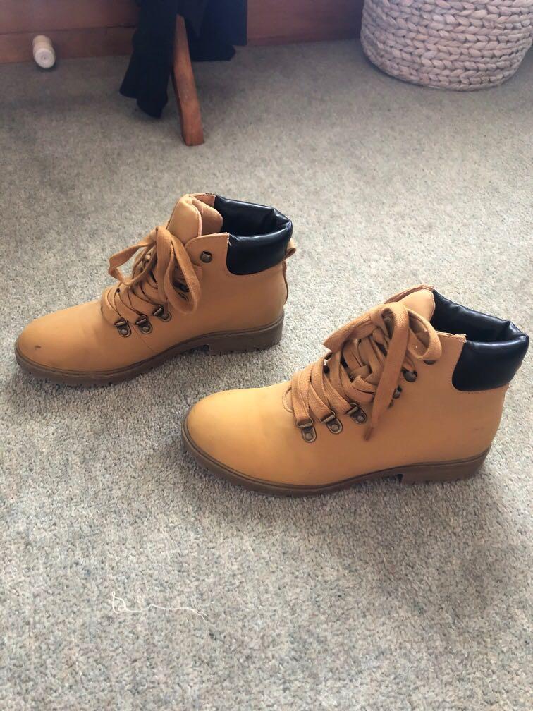 Novo shoes/boots