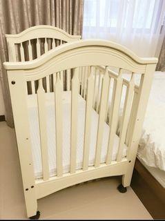 《九成新》童心嬰兒床 大床 附蛋型乳膠床墊與被單
