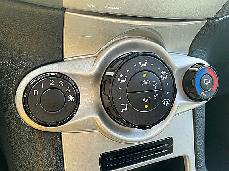 2012年 FORD Fiesta 1.6