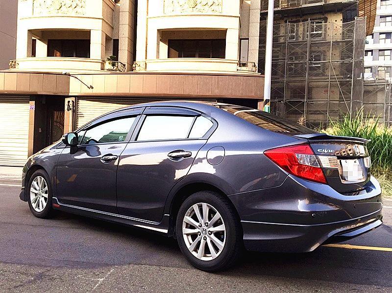 2014 Honda Civic 1.8 灰 配合全額貸、找 錢超額貸 FB搜尋 : 『阿文の圓夢車坊』