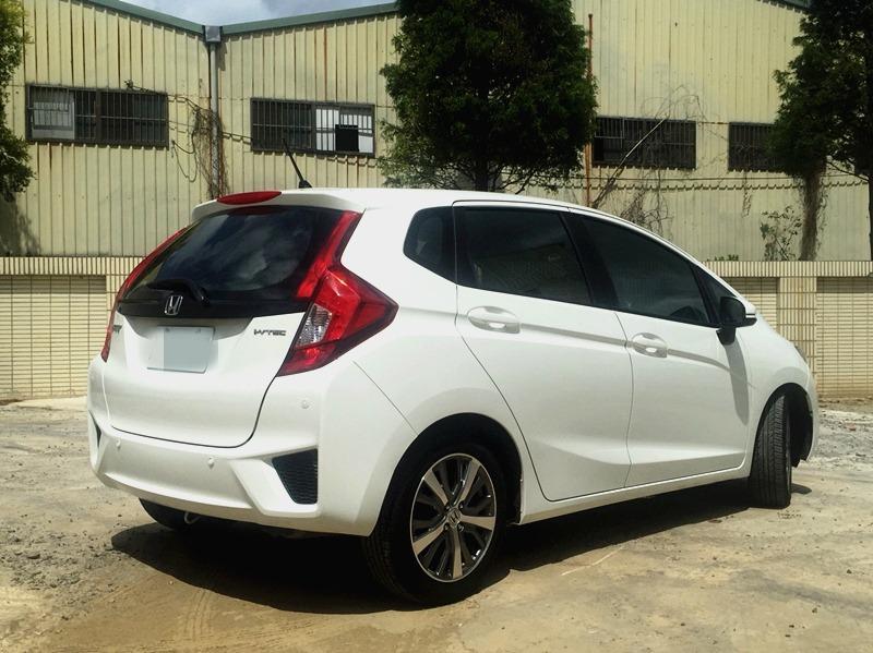 2015 Honda FIT 1.5 白 配合全額貸、找 錢超額貸 FB搜尋 : 『阿文の圓夢車坊』