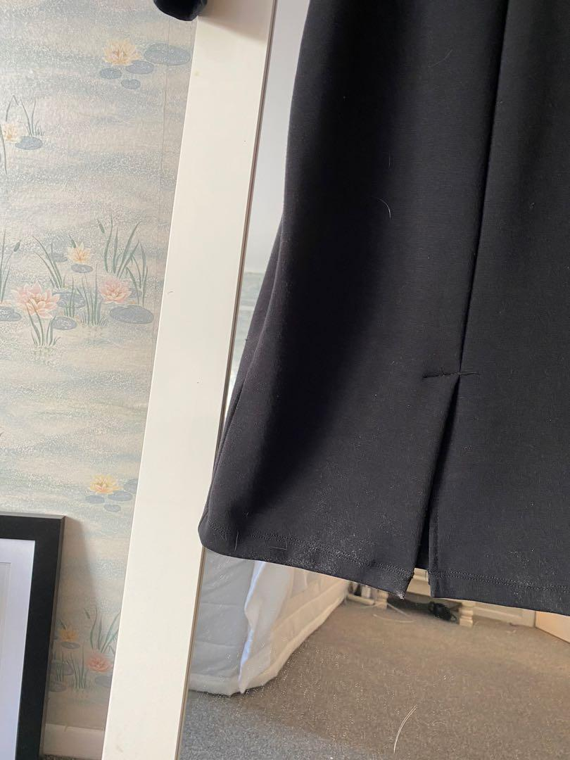 Elegant, fitting black dress