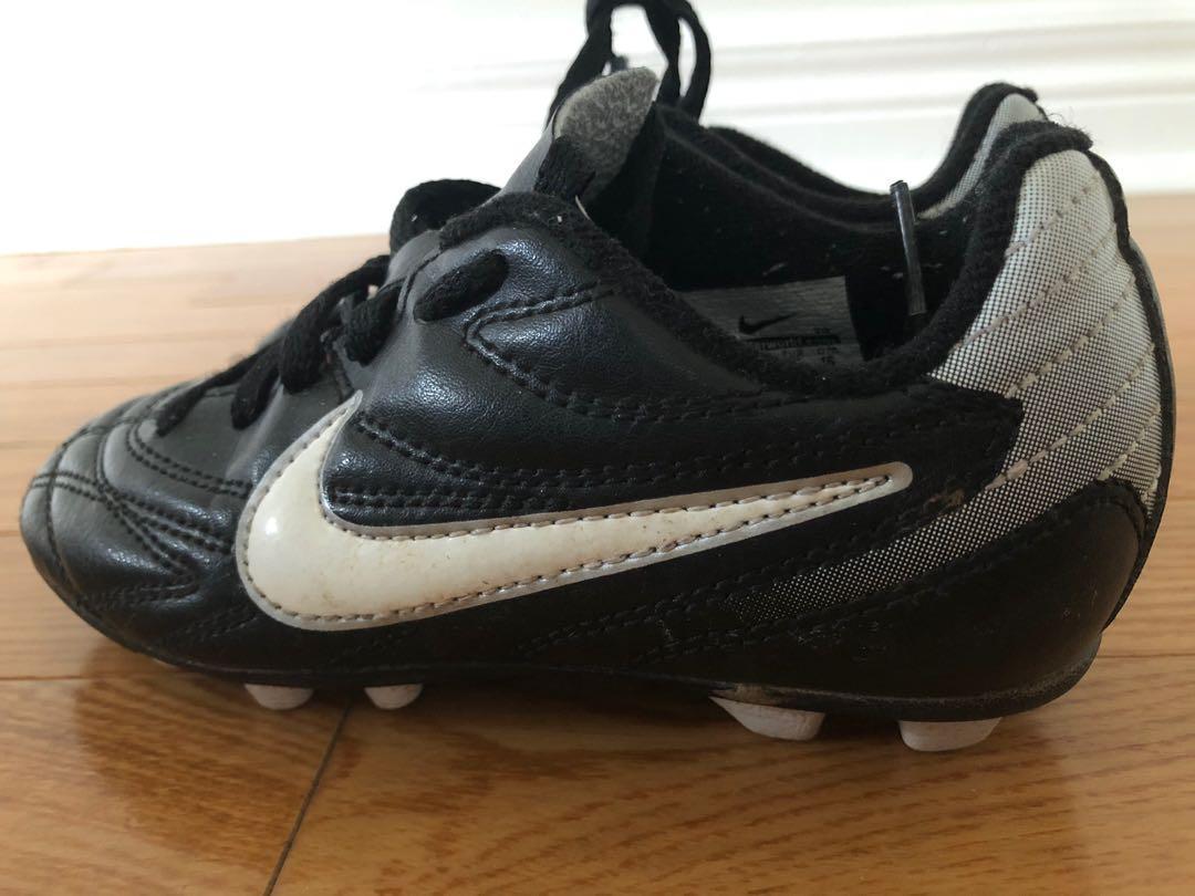 Nike Soccer/Field Cleats (Size 10 Child)