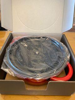 [待售名稱]德國雙人牌鑄鐵橢圓鍋24cm  [售價]3700元 [面交地點]新北市中和[備註]喜歡可自取