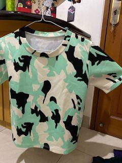 Baju army hijau cewe agak pendek tp tidak crop top