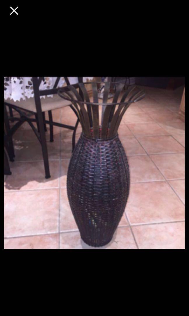 Straw-like vase