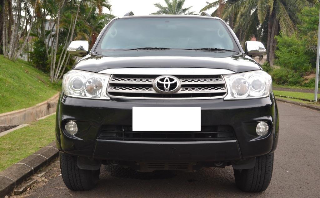 Toyota Fortuner G AT Diesel 2009 Hitam Murah Meriah