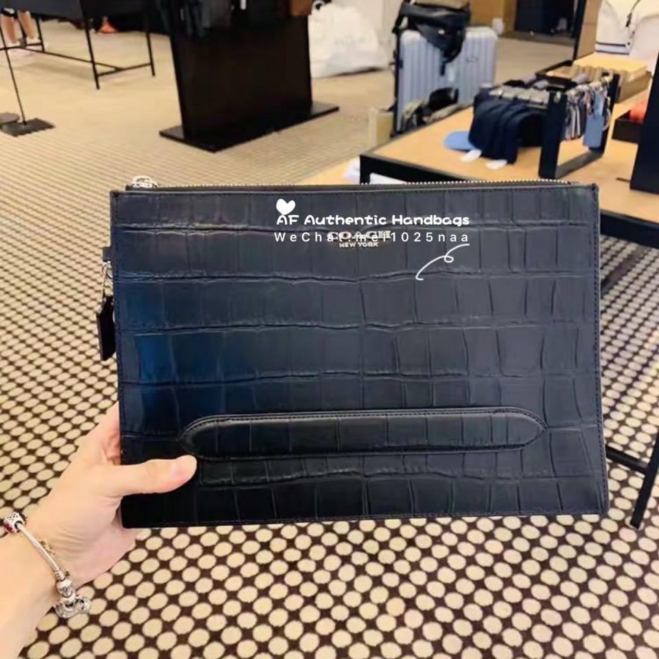 Coach 𝑟𝑒𝑎𝑑𝑦 𝑠𝑡𝑜𝑐𝑘 Rm6XX 新款上架•男士鳄鱼纹手包 这款是全牛皮硬身的,很好看 ➡️30x20x5CM ——100% original only——