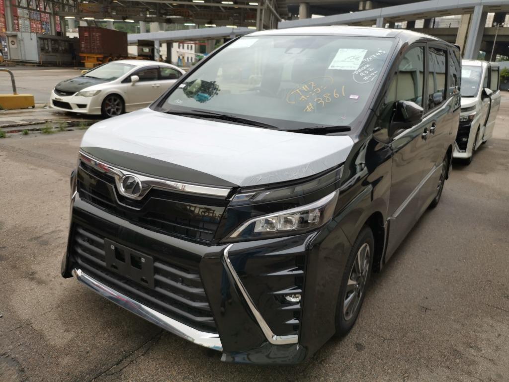 Toyota VOXY ZS FACELIFT Auto