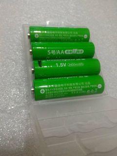 1.5v 3400 mAh AA batteries 4 pcs + charger 600 NT$