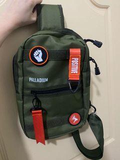 法國軍靴品牌 PALLADIUM CHANGE 潮流 單肩包 斜肩兩用包 7-11(軍事綠)