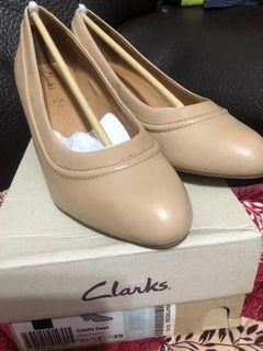 CLARKS米色跟鞋38(還有黑色)