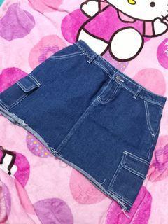 Denim skirt with side pockets