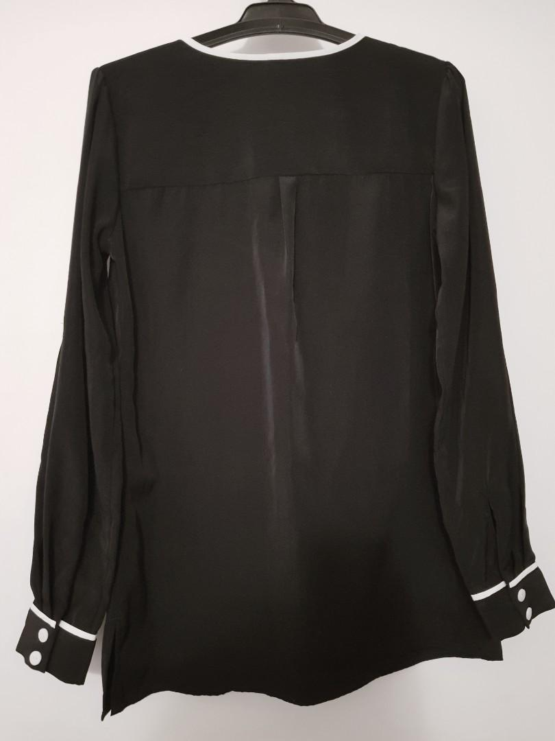 Sz10 Classic black and white long button top/ tunic $10